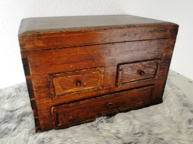 antike kleine holz kommode art deco mini schubladen schrank shabby chic ebay. Black Bedroom Furniture Sets. Home Design Ideas